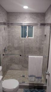 A bathroom at Las Vegas 2 Bdr Walk 2 strip SLS LVCC Stratospher