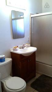 A bathroom at Las Vegas 3bdr 2 min Strip, LVCC, SLS convention!