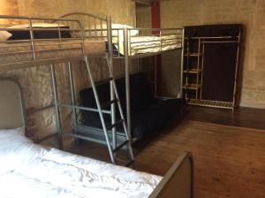 Un ou plusieurs lits superposés dans un hébergement de l'établissement le kerente