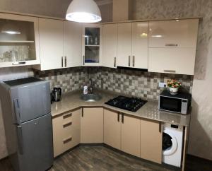 Кухня или мини-кухня в BHP Apartments