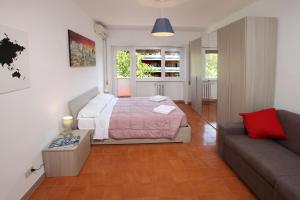 A bed or beds in a room at Floriana Home