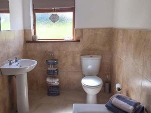 A bathroom at Ballor Cottage, Ballyvary