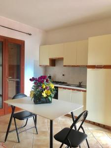 A kitchen or kitchenette at Casa Mirabelle