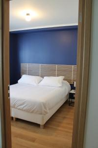 A bed or beds in a room at Appartements Paris Boulogne