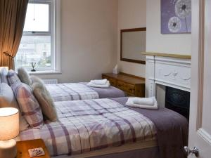 A bed or beds in a room at Robins Nest