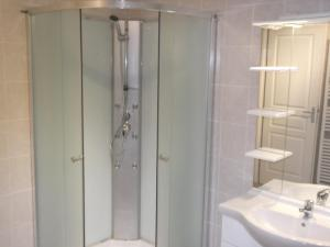 Salle de bains dans l'établissement Les Toiles de Mer