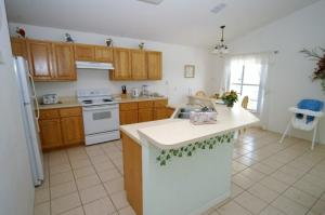 A cozinha ou kitchenette de Cumbrian Lakes 4 Bedroom Pool Home with Pool and Lake View