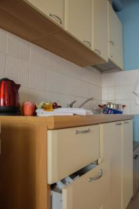 A kitchen or kitchenette at Like Home Alexandroupolis