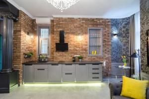 A kitchen or kitchenette at Viktoria Luxury Apartment