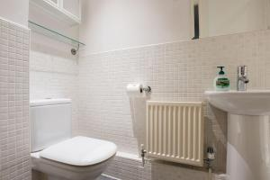 Ein Badezimmer in der Unterkunft The Clifton Jewel - Trendy 4BDR Home in Bristol