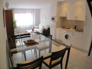 A kitchen or kitchenette at Barcelona4Seasons Gran Via Fira