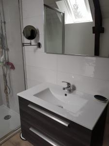 Salle de bains dans l'établissement ty néo