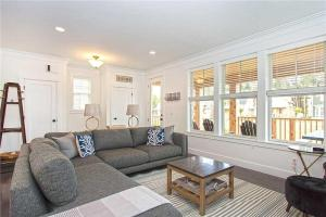 A seating area at Seabiscuit Five-Bedroom Home