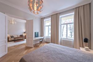 A bed or beds in a room at Luxury Apartment in Schegargasse