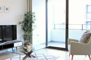 A television and/or entertainment center at The Allengrove – Exec 2 bed (MACALN1)