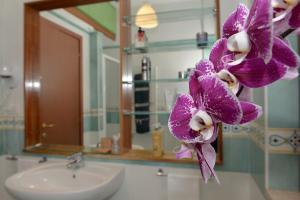 A bathroom at Tizi Apartments Corso Regina