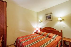 A bed or beds in a room at Maeva Particuliers Residence Le Parc d'Arradoy