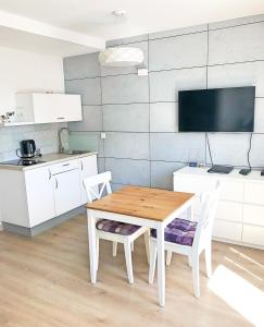 A kitchen or kitchenette at Lux Apartamenty Old Town