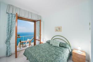 A bed or beds in a room at Fragola