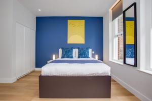 A bed or beds in a room at Chapel Market Serviced Apartments