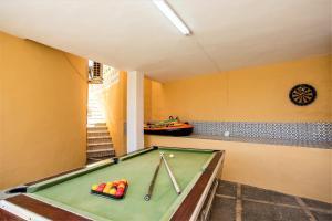 A pool table at Villa Kathleen