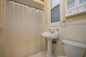 A bathroom at Affordable Apartment - Near Downtown and Marina