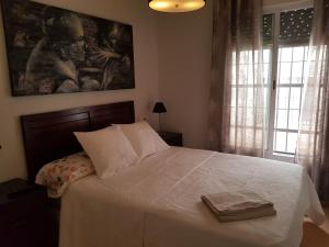 A bed or beds in a room at Apartamento La Rosa