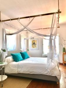 A bed or beds in a room at Casa no Rio