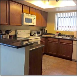 A kitchen or kitchenette at Contemporary condo in Summerlin