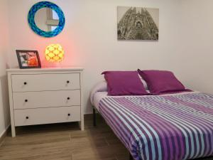 A bed or beds in a room at Clot MiraBarna Apartments