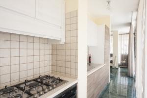 A kitchen or kitchenette at Attico Saker