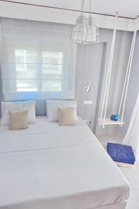 A bed or beds in a room at Alkyoni City Apartment