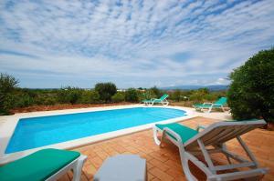Der Swimmingpool an oder in der Nähe von Algarve Casa da Eira