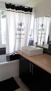 Salle de bains dans l'établissement Cosy House in Bonneval
