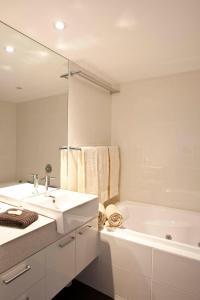 A bathroom at Alpine View Apartments