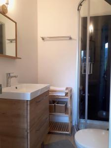 Salle de bains dans l'établissement Le Coquet