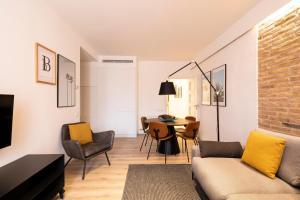 A seating area at Aspasios Sagrada Familia Apartments