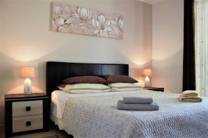 A bed or beds in a room at Apartments & Room Anita