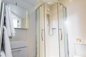 Salle de bains dans l'établissement The Pods at Nell Gwynn