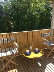 En balkong eller terrass på Mässvik, Björke