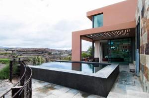 The swimming pool at or near Salobre Villas Deluxe