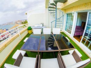 A balcony or terrace at Torrevieja Experience Ático 1ª LÍNEA