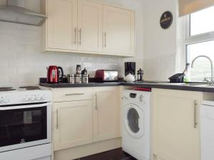 A kitchen or kitchenette at Emily's View, Wigton