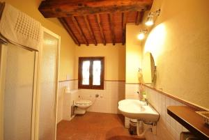 A bathroom at Borgonero