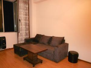 A seating area at Ucha's Apartment