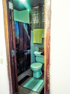 A bathroom at Yoly y Charlie
