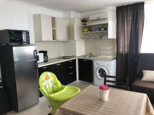 A kitchen or kitchenette at Antorini Apartments