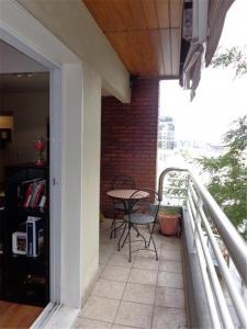 A balcony or terrace at Puerto madero Departamento entero 2 dormitorios. Hermoso