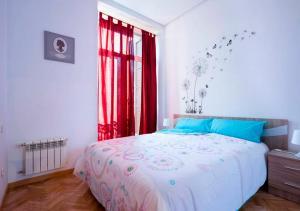 A bed or beds in a room at Apartamento exterior en Calle Montera con Gran Vía