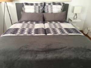 A bed or beds in a room at All Inn Apartment Cologne